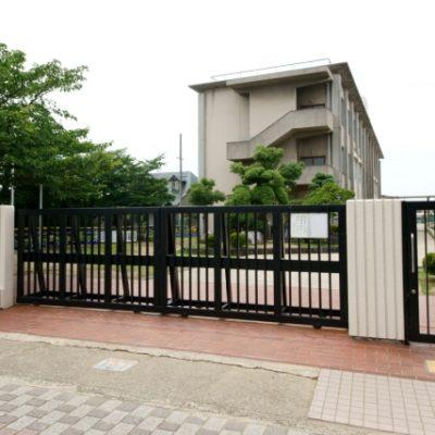 東忠岡小学校まで489m(徒歩約7分)